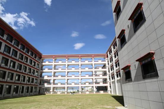 拉萨北京实验中学 让西藏学生感受 首都标准 一流教育图片