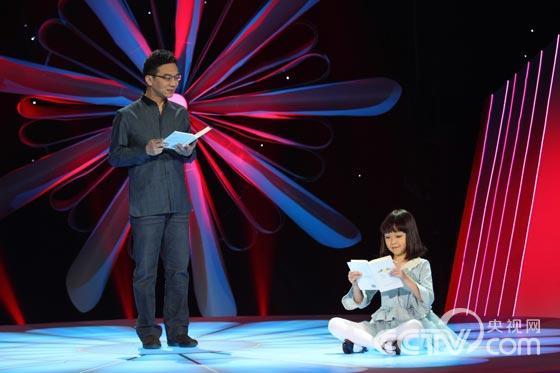 ...中央电视台主持人郎永淳、经蓓、杨晨等对获奖图书的精彩片段...