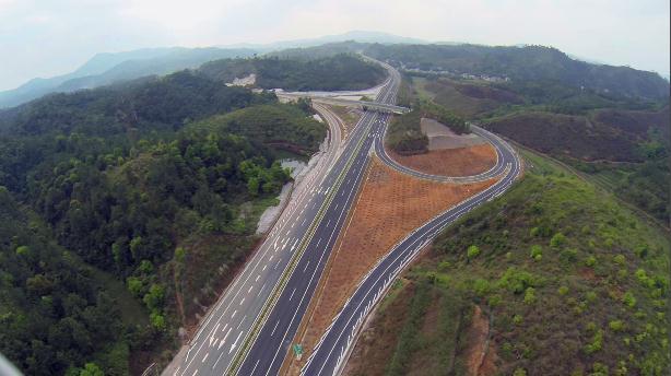 结束藤县,桂平,平南三地不通高速的历史,对推动珠江-西江经济开发区的