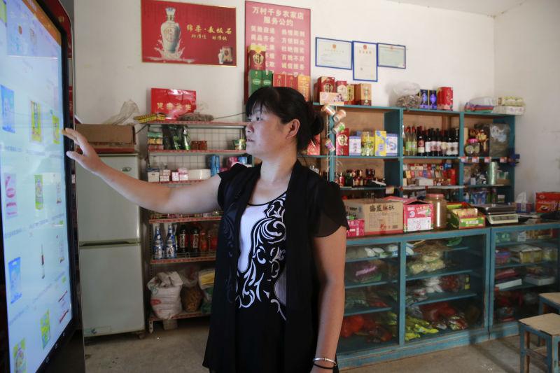 别墅小货物老板娘帮助商店购买操作村里.(摄影冯永斌)村民海口桃花源绿城图片