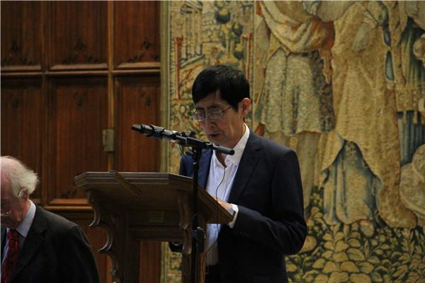 11日,中国著名诗人北岛在剑桥徐志摩诗歌艺术节上朗诵徐志摩的《再别