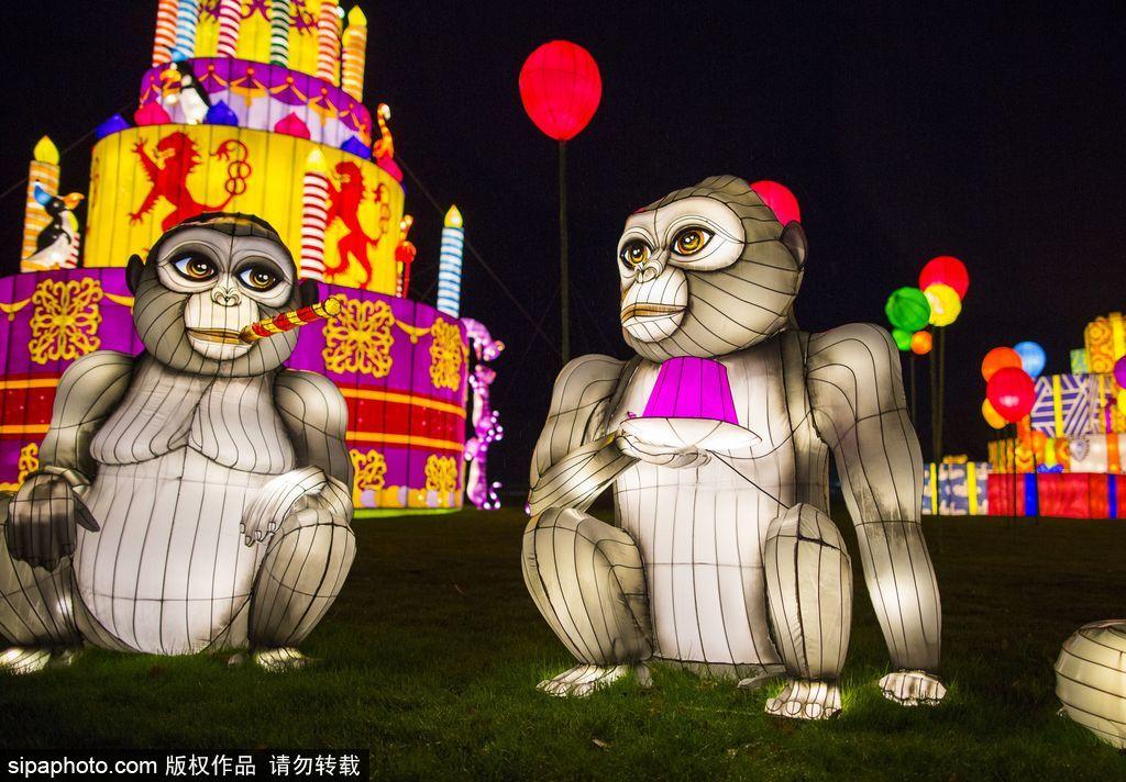 英国超大规模中国巨型灯笼会 丰富动物造型灯饰亮相