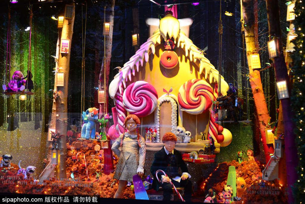塞尔福里奇百货公司(selfridges destination)的圣诞橱窗中的糖果房子