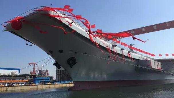 我国第二艘航空母舰下水 范长龙出席仪式