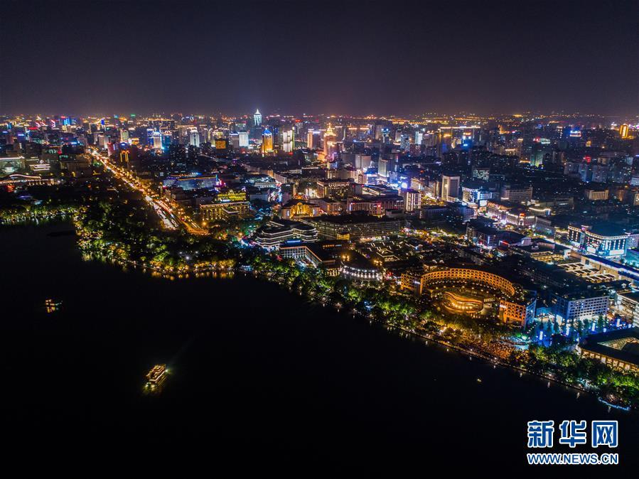 """杭州西湖璀璨夜色迎""""五一"""""""