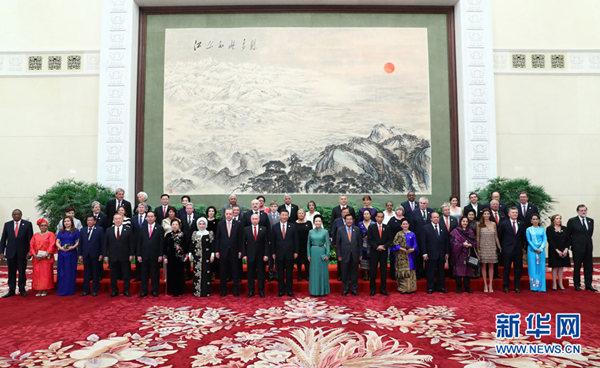"""习近平为出席""""一带一路""""国际合作高峰论坛的外方代表团团长及嘉宾举行欢迎宴会和文艺演出"""
