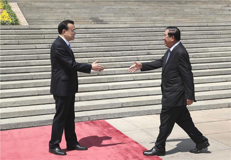 李克强同柬埔寨首相洪森举行会谈