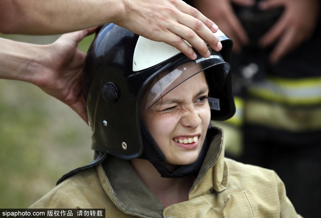 战斗民族萌娃不简单 俄罗斯紧急情况部组织儿童夏令营
