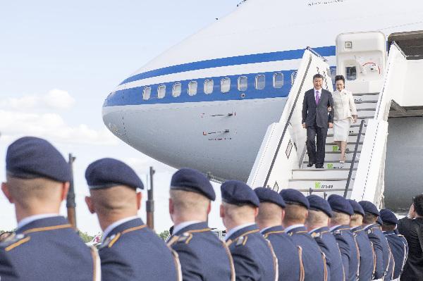 习近平抵达柏林开始对德意志联邦共和国进行国事访问