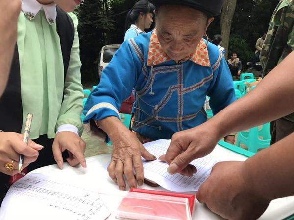 """中国红基会万只""""赈济家庭箱""""援助南方洪涝灾区"""