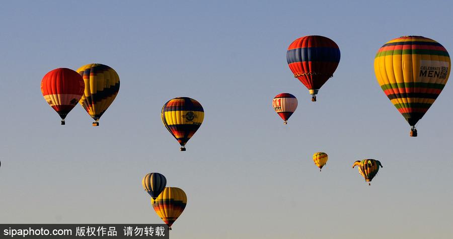 阿布奎基国际热气球节持续进行中 色彩斑斓点
