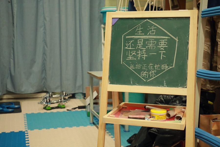 中国海洋大学六位男生别出心裁地对宿舍进行了改造,原本单调的宿舍在