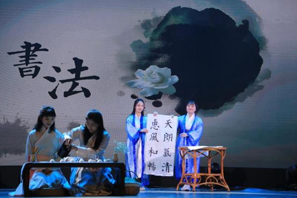 """青岛大学浮山书院十周年庆典暨2018年""""咏而归""""新年晚会侧记"""