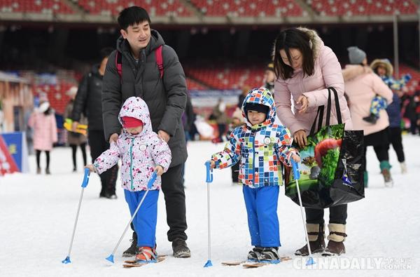第九届鸟巢欢乐冰雪季正式开放 夏奥地标成冬季娱乐新主场
