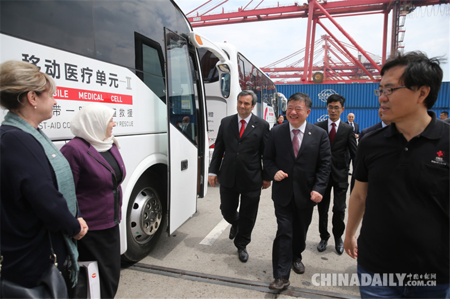 中国红十字会首批援助叙利亚人道救援设备在上海启运