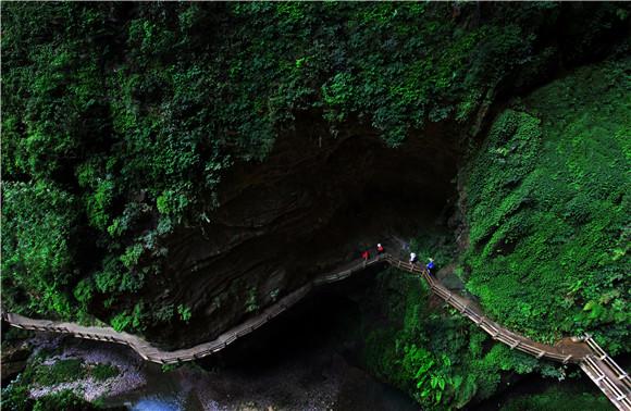 全国百家媒体走进武隆喀斯特风景区穿越天坑地缝的时光之旅