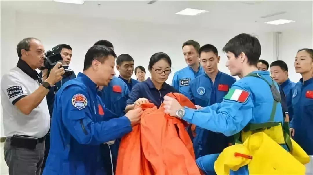 英媒:欧洲宇航员为什么开始苦练中文?答案竟然是……丨外媒说
