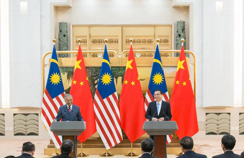 李克强与马来西亚总理马哈蒂尔共同会晤记者