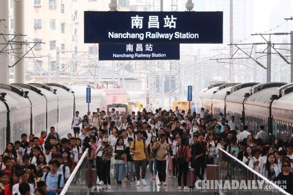 国庆假期铁路旅客运输拉开帷幕 预计发送旅客1.29亿人次